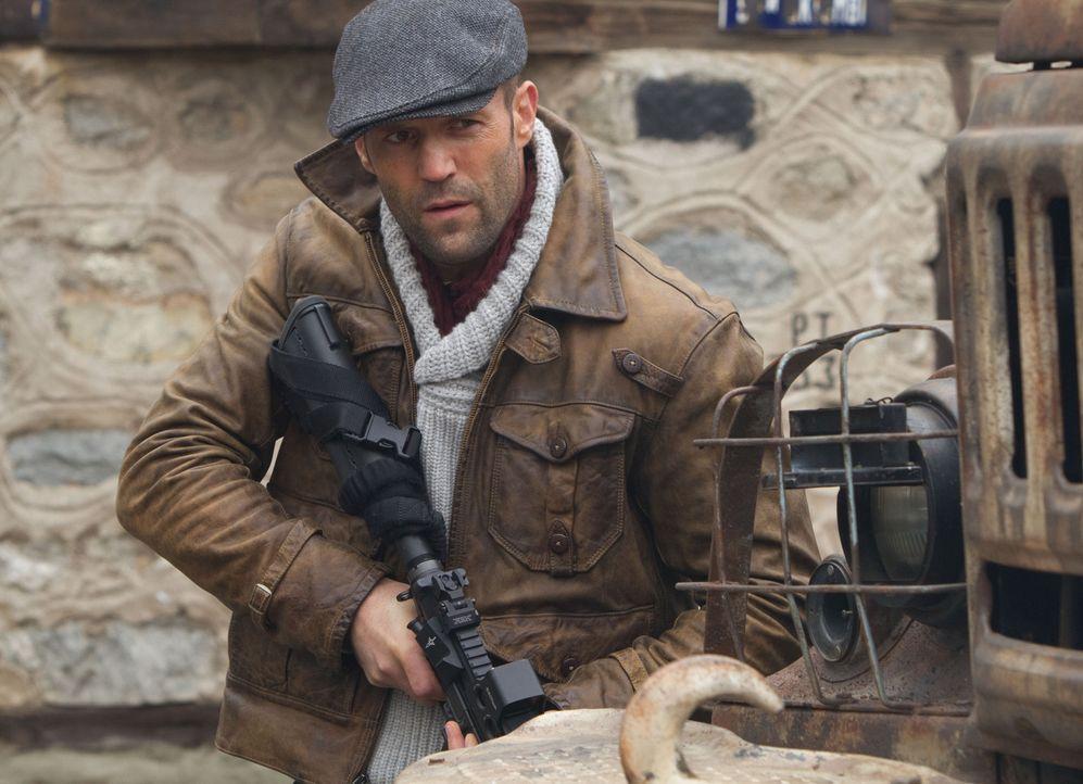 Lee Christmas (Jason Statham) gehört zur Truppe der eisenharten Männer, die die tödliche Schlacht überlebt haben, um nun von ihrem Anführer Barney R... - Bildquelle: BARNEY'S CHRISTMAS, INC.  ALL RIGHTS RESERVED