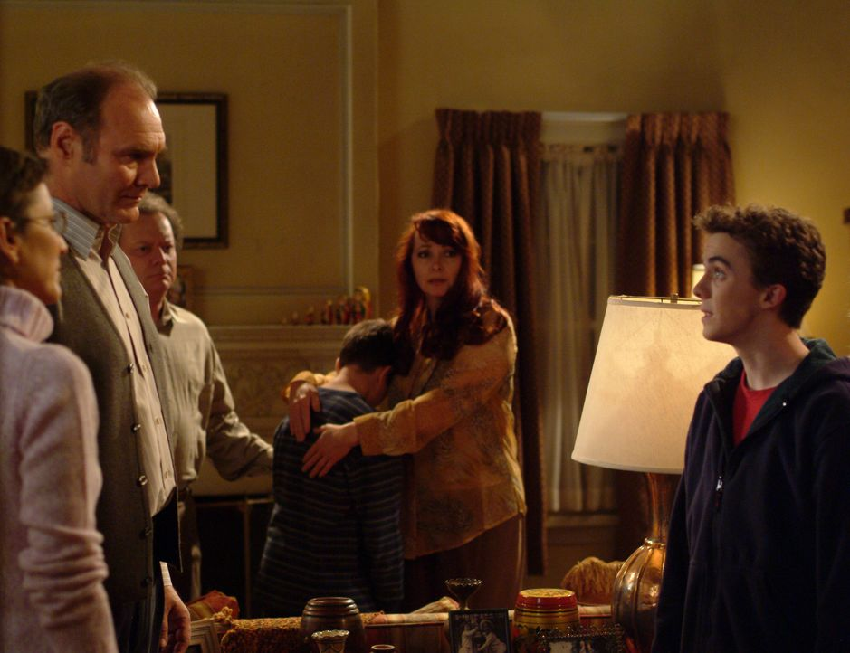 Malcolm (Frankie Muniz, r.) bittet Angela um ein Date. Er ahnt allerdings noch nicht, dass er sich für das ersehnte Date erst einmal mit ihrer Gro - Bildquelle: TM +   2000 Twentieth Century Fox Film Corporation. All Rights Reserved.