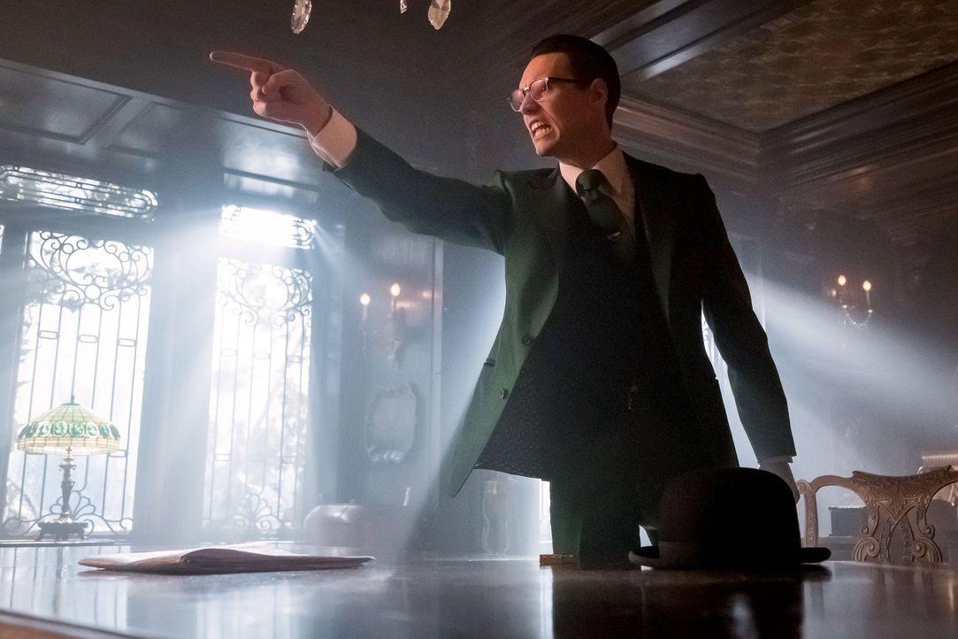 Auf der Suche nach einem neuen Mentor, muss Edward Nygma (Cory Michael Smith) mehrere Menschenleben beenden ... - Bildquelle: Warner Brothers
