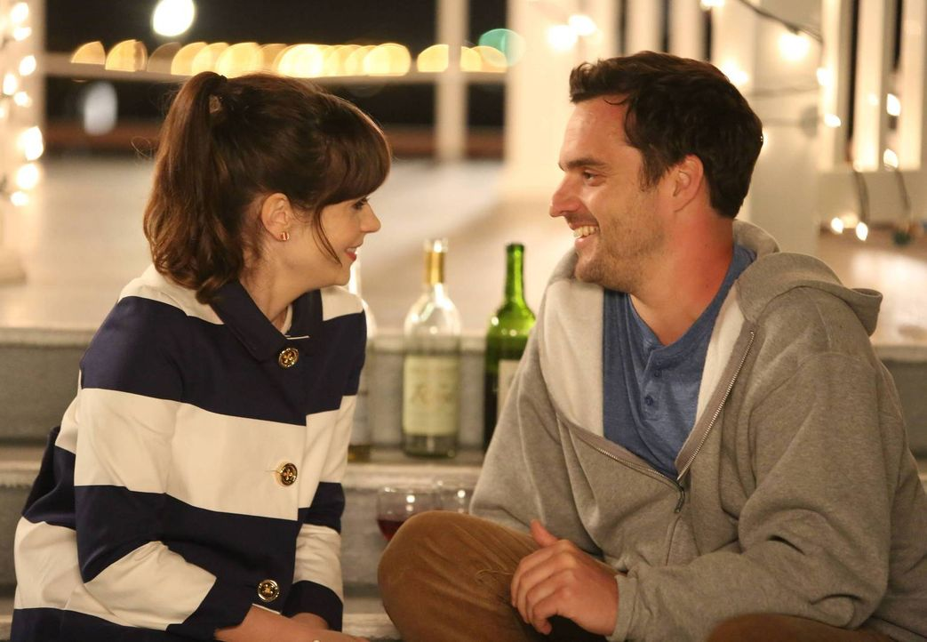 Wollen nicht allein auf Reisen gehen und laden deshalb ihre Freunde dazu ein: Jess (Zooey Deschanel, l.) und Nick (Jake M. Johnson, r.) ... - Bildquelle: 2014 Twentieth Century Fox Film Corporation. All rights reserved.