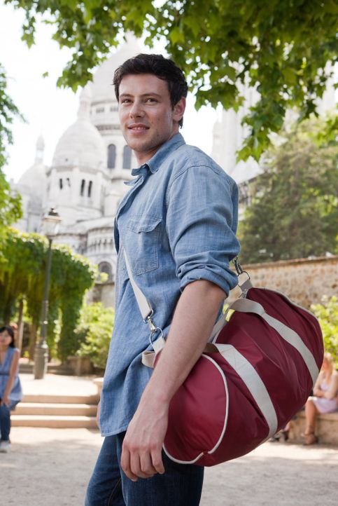 Will sich bei Emma entschuldigen und macht sich deshalb auf den Weg nach Paris: Owen (Cory Monteith) ... - Bildquelle: Larry D Horricks 2011 Twentieth Century Fox Film Corporation. All rights reserved.