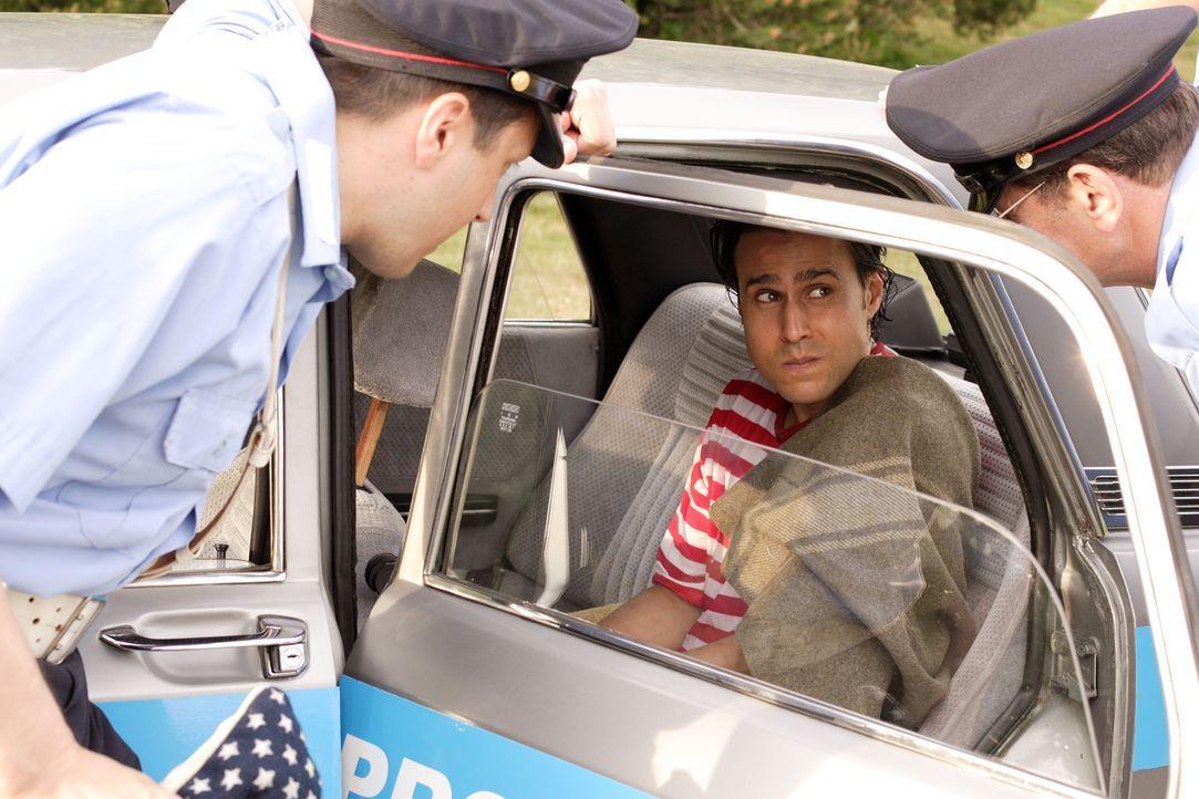 Hat Ärger mit der Polizei: Rico (Marcello Cabezas) ... - Bildquelle: Warner Brothers