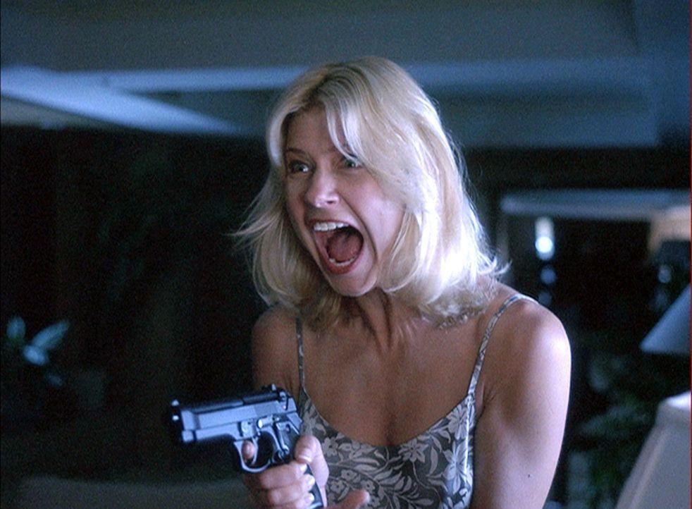 In Panik begeht Kristen (Amy Lindsay) einen folgenschweren Fehler ... - Bildquelle: 2004 by Epsilon Motion Pictures