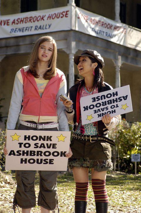 Nehmen den Kampf um Ashbrook House auf: Brittany (Danielle Panabaker, l.) und Natasha (Brenda Song, r.) ... - Bildquelle: The Disney Channel