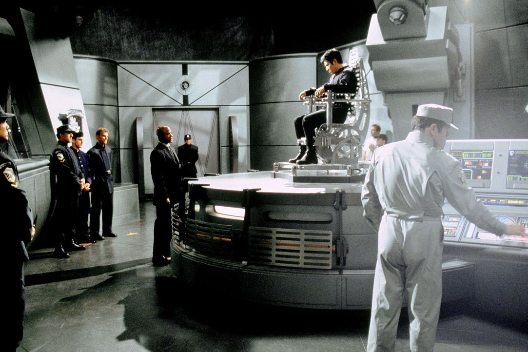 Eines Tages gerät der Polizist Gabriel (Jet Li, r. oben) wegen des Größenwahns seines unbekannten Doppelgängers in eine lebensgefährliche Bredo... - Bildquelle: Senator Film
