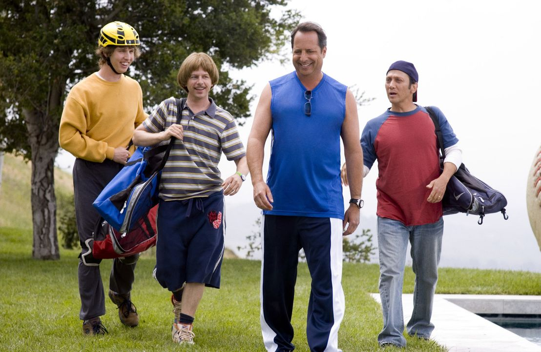 Die Freunde Clark (Jon Heder, l.), Richie (David Spade, 2.v.l.), Gus (Rob Schneider, r.) und Mel (Jon Lovitz, 2.v.r.) wollen es nochmal wissen ... - Bildquelle: Sony Pictures Television International. All Rights Reserved.
