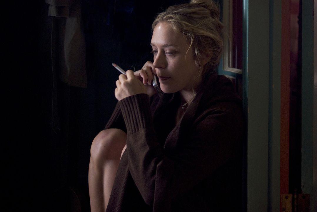 Als die Journalistin Grace Collier (Chloë Sevigny) an einem Monitor in der Privatwohnung des Dr. Lacan einen Mord beobachtet, ruft sie die Polizei.... - Bildquelle: Sony 2007 CPT Holdings, Inc.  All Rights Reserved.