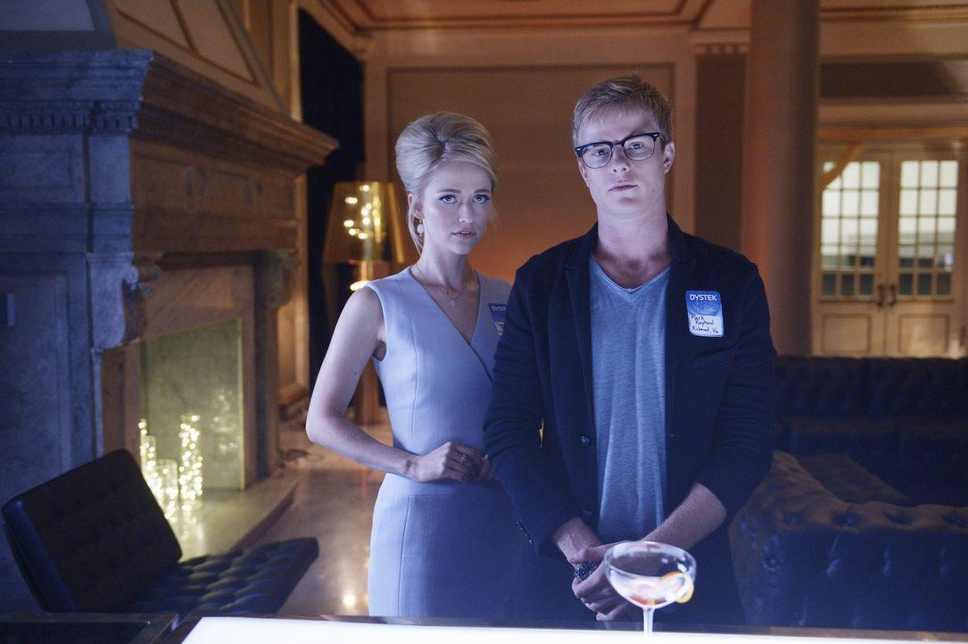 Auf die Rekruten Caleb (Graham Rogers, r.) und Shelby (Johanna Braddy, l.) wartet eine neue Aufgabe bei ihrer Ausbildung ... - Bildquelle: 2015 ABC Studios