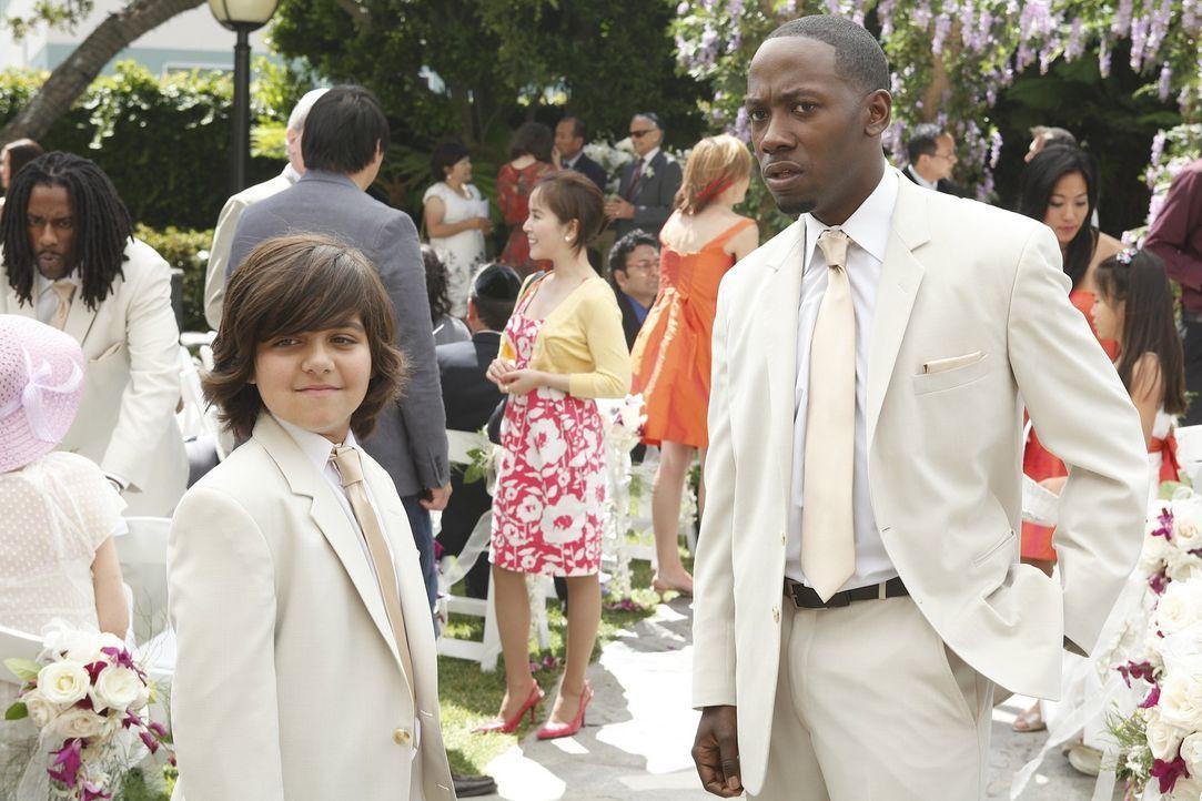 Winston (Lamorne Morris, r.) sieht in Jimmy (Armaan Juneja, l.) einen Konkurrenten ... - Bildquelle: 20th Century Fox