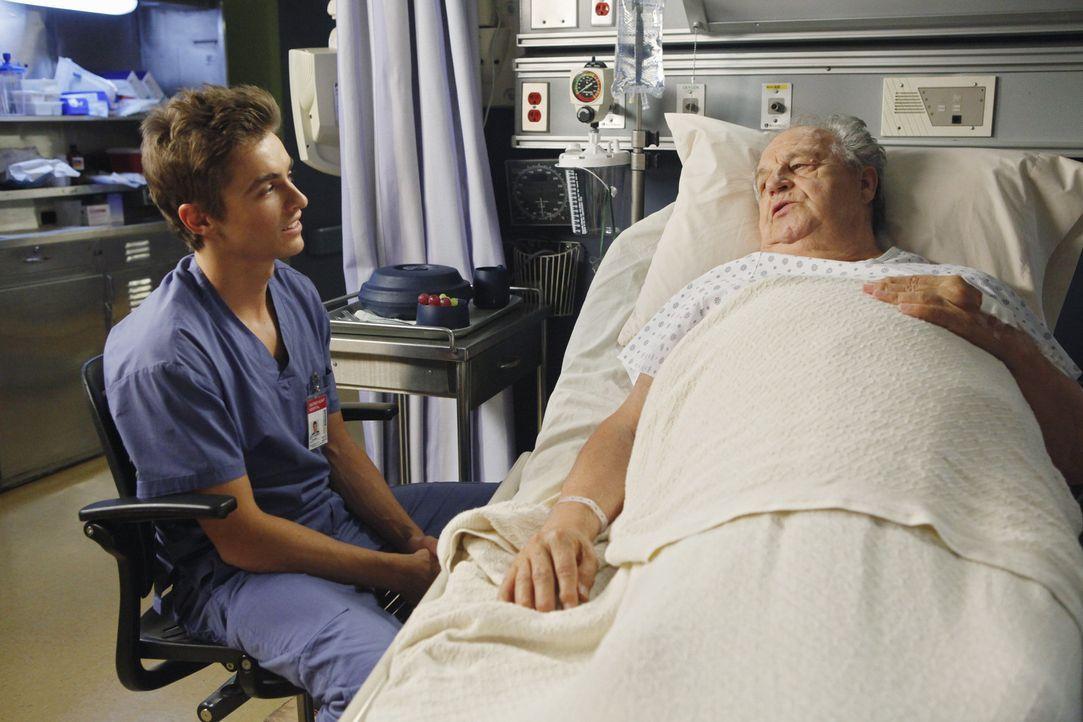 Drew, Maya, Cole (Dave Franco, l.) und Lucy werden von Denise dazu verdonnert, Gespräche mit sterbenden Patienten zu führen und sich dabei gegense... - Bildquelle: Touchstone Television