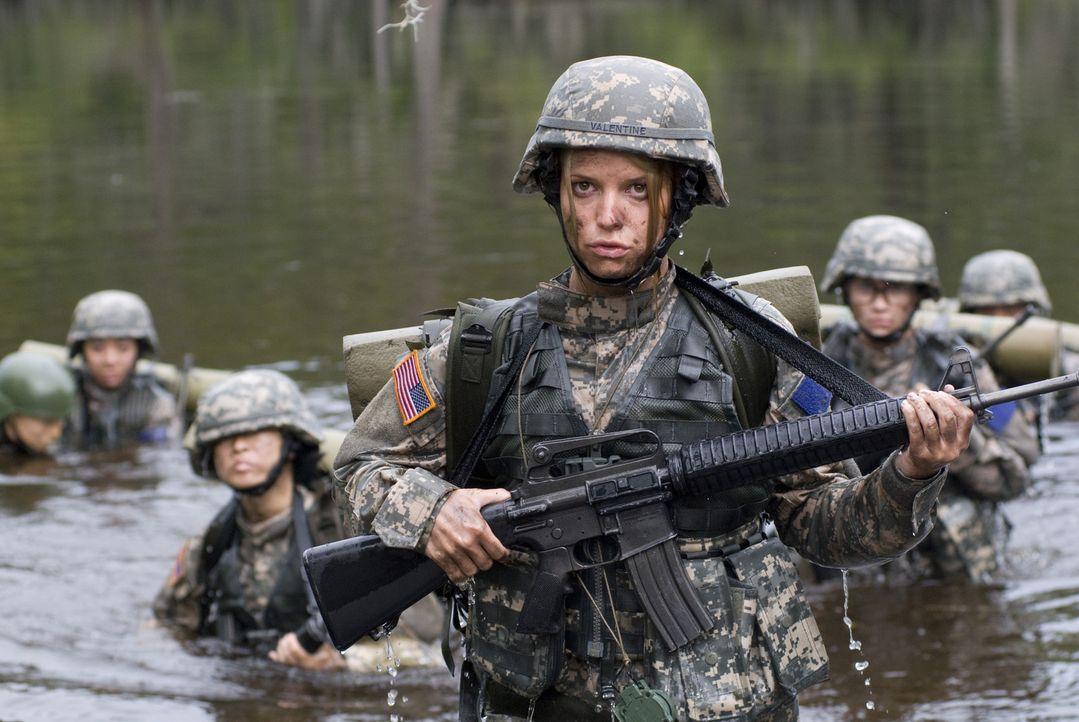 Für die letzte Mission führt Kapitän Megan Valentine (Jessica Simpson, M.) das Team an - ob das gut gehen wird? - Bildquelle: 2007 MAJOR PRODUCTIONS, INC.