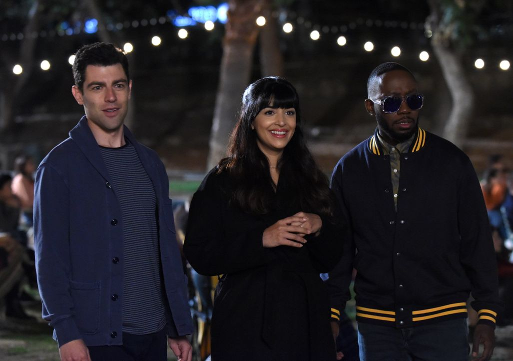 Werden Zeugen von Nicks neustem Versuch, Jess endlich einen Antrag zu machen: Schmidt (Max Greenfield, l.), Cece (Hannah Simone, M.) und Winston (La... - Bildquelle: Ray Mickshaw 2018 Fox and its related entities.  All rights reserved.