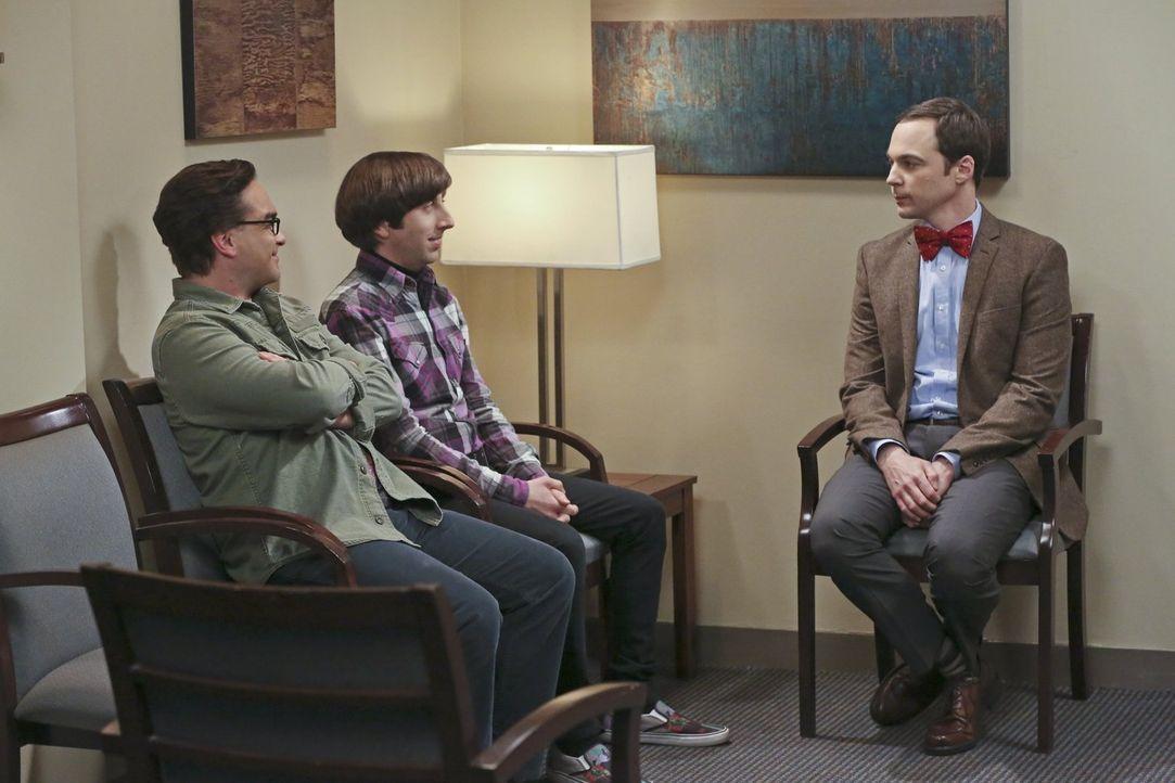Leonard (Johnny Galecki, l.), Howard (Simon Helberg, 2.v.l.) und Sheldon (Jim Parsons, r.) wollen eine ihrer Erfindungen patentieren lassen. Doch da... - Bildquelle: 2016 Warner Brothers