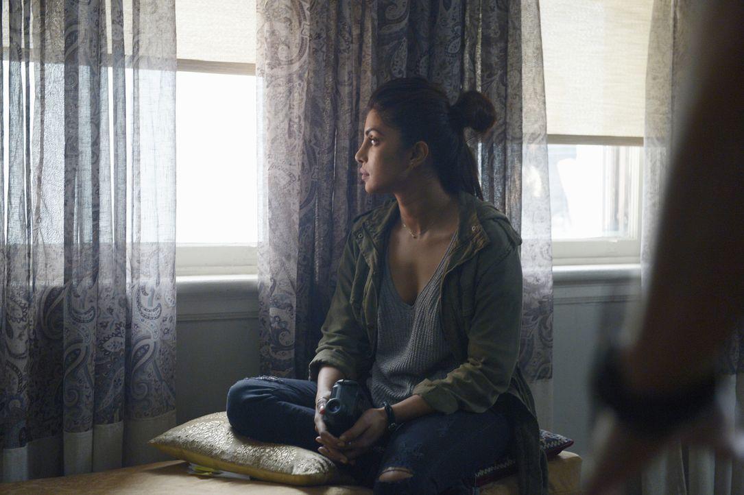 Ihr wird ein Terroranschlag unterstellt: Alex (Priyanka Chopra) versucht alles, um ihr Unschuld zu beweisen, doch dabei weiß sie nicht immer, wem si... - Bildquelle: Philippe Bosse 2015 ABC Studios