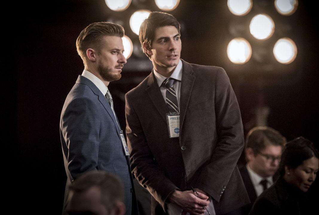 Das Verhältnis zwischen Rip (Arthur Darvill, l.) und Henry ist angespannt. Wird das die Mission von Ray (Brandon Routh, r.) und dem Team gefährden? - Bildquelle: Warner Brothers