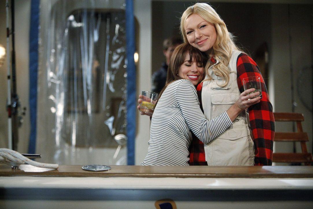 Ein ganz besonderer Bootsausflug: Chelsea (Laura Prepon, l.) und Olivia (Ali Wong, r.) ... - Bildquelle: Warner Brothers