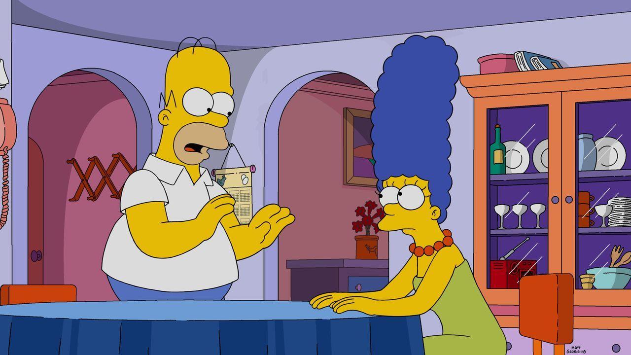 Müssen sich was einfallen lassen, damit Lisa nicht bei einem Marsmissions-Programm  mitmacht: Homer (l.) und Marge (r.) ... - Bildquelle: 2015 Fox and its related entities.  All rights reserved.