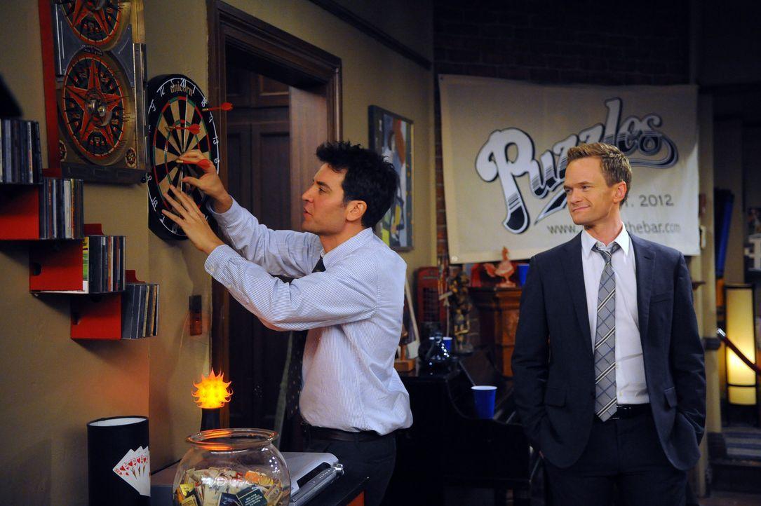 Wollen eine Bar eröffnen: Barney (Neil Patrick Harris, r.) und Ted (Josh Radnor, l.) ... - Bildquelle: 20th Century Fox International Television