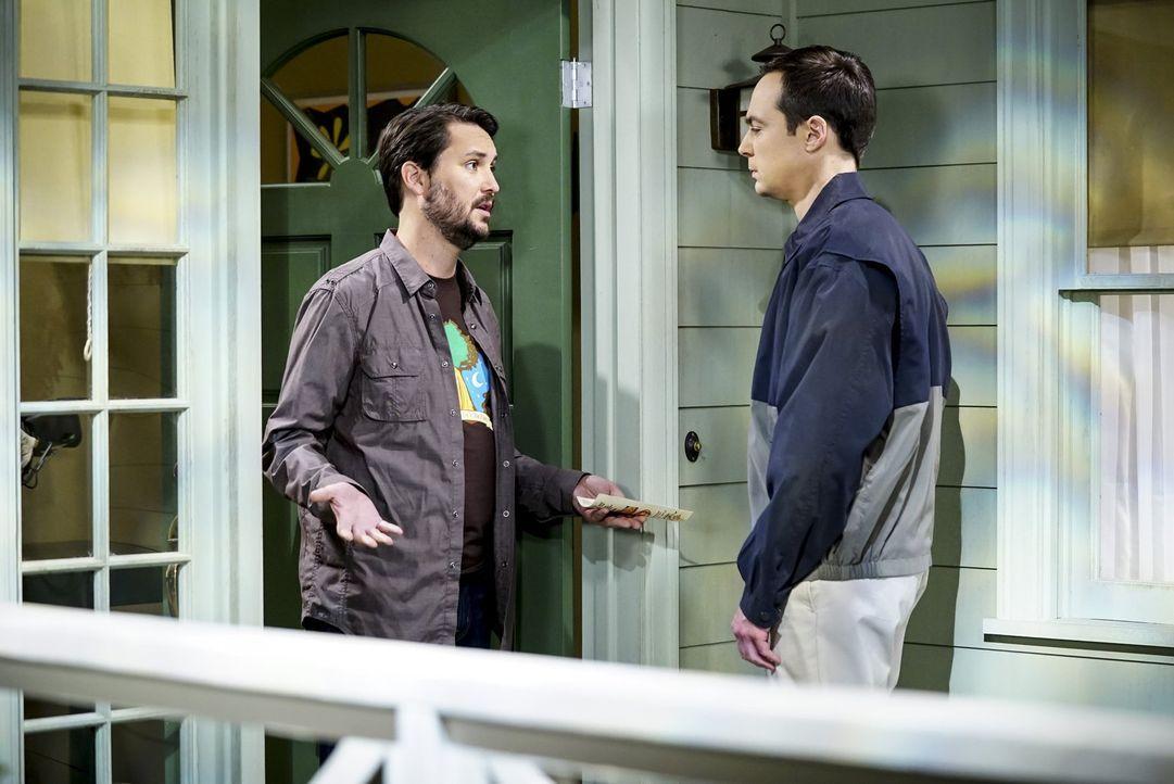"""Wil (Wil Wheaton, l.) und Sheldon (Jim Parsons, r.) liefern nicht ein Kopf-an-Kopf-Rennen um den Titel """"Professor Proton"""", denn die Wissenschaftssen... - Bildquelle: Warner Bros. Television"""