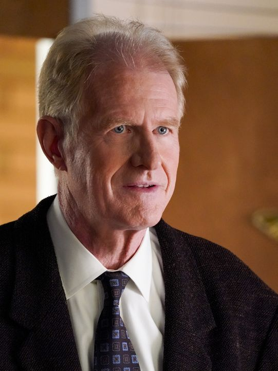 Dr. Linkletter (Ed Begley jr.) - Bildquelle: TM & © 2020 Warner Bros. Entertainment Inc. All Rights Reserved.
