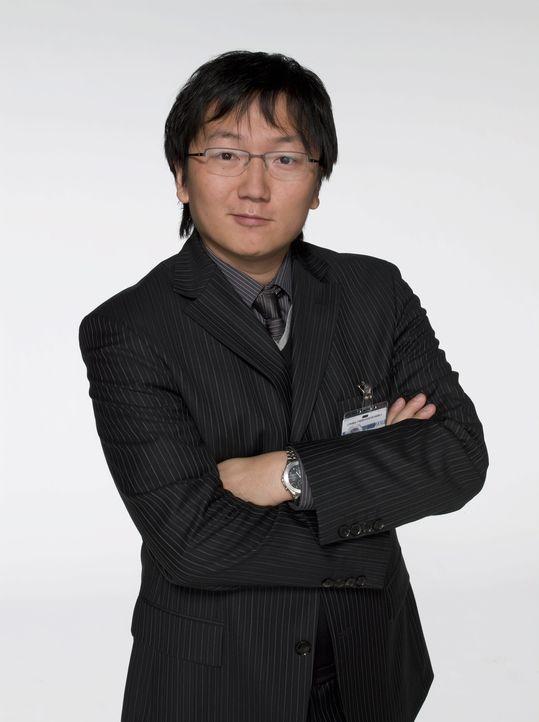 Der tollpatschige Erfinder Bruce (Masi Oka) hat keine Wahl: Als sein Mäntelchen, das den Träger unsichtbar macht, spurlos verschwindet, muss er sein... - Bildquelle: Warner Brothers