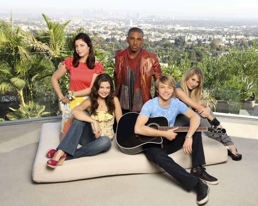 Wer mit wem? (v.l.n.r.) Sara (Maggie Castle), Jessica (Danielle Campbell), Stubby (Brandon Smith), Christopher Wilde (Sterling Knight) und Alexis (C... - Bildquelle: Disney