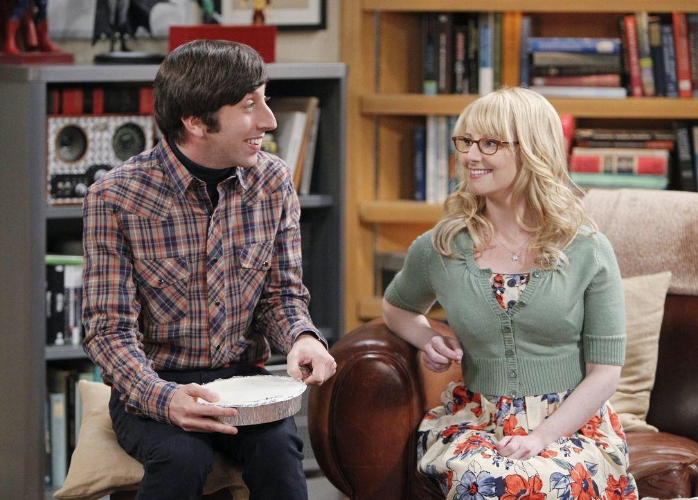Stuart, der immer noch bei Howards Mutter wohnt, macht es ihnen nicht leicht: Howard (Simon Helberg, l.) und Bernadette (Melissa Rauch, r.) ... - Bildquelle: Warner Brothers