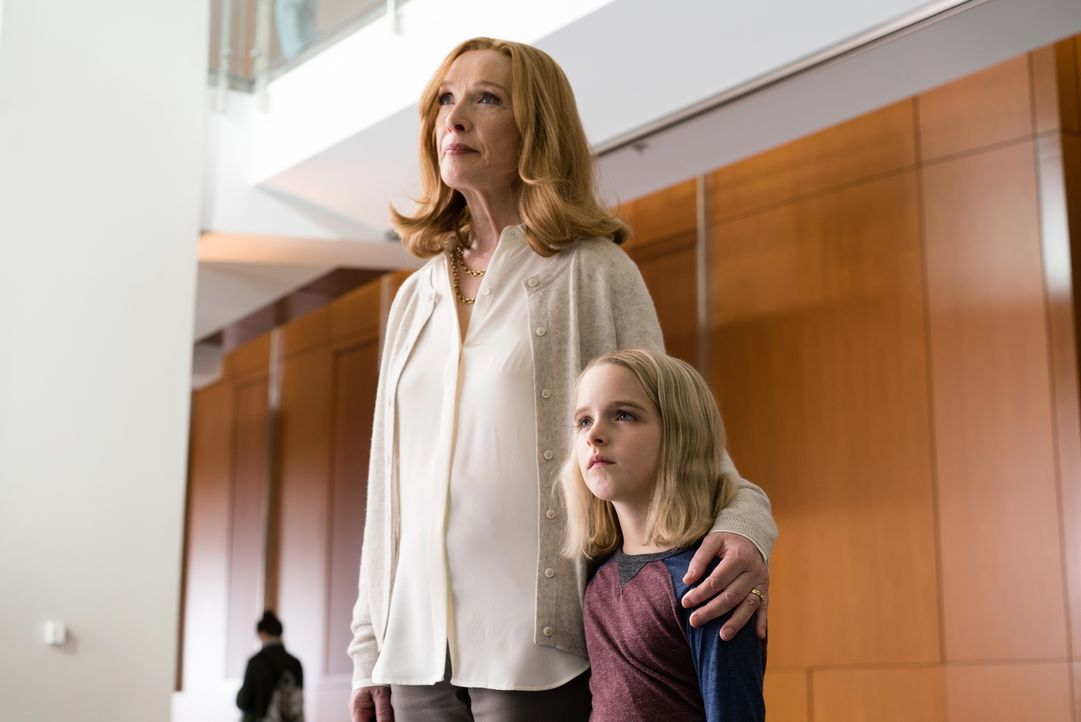 Evelyn Adler (Lindsay Duncan, l.); Mary Adler (McKenna Grace, r.) - Bildquelle: 2017 Twentieth Century Fox Film Corporation. All rights reserved.
