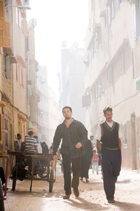 Erst viel zu spät geht dem jungen CIA-Agenten Roger Ferris (Leonardo DiCaprio, l.) auf, dass Vertrauen ein Luxus ist, den man sich nur selten leist... - Bildquelle: Warner Brothers