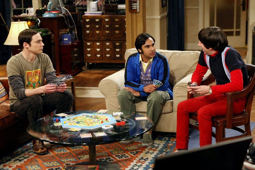 Können nicht fassen, dass Leonard und Penny es noch einmal miteinander versuchen wollen: Sheldon (Jim Parsons, l.), Rajesh (Kunal Nayyar, M.) und Ho... - Bildquelle: Warner Bros. Television