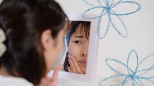 Selbstgemachte Gesichtsmasken wirken gegen Unreinheiten, Falten oder fettige...