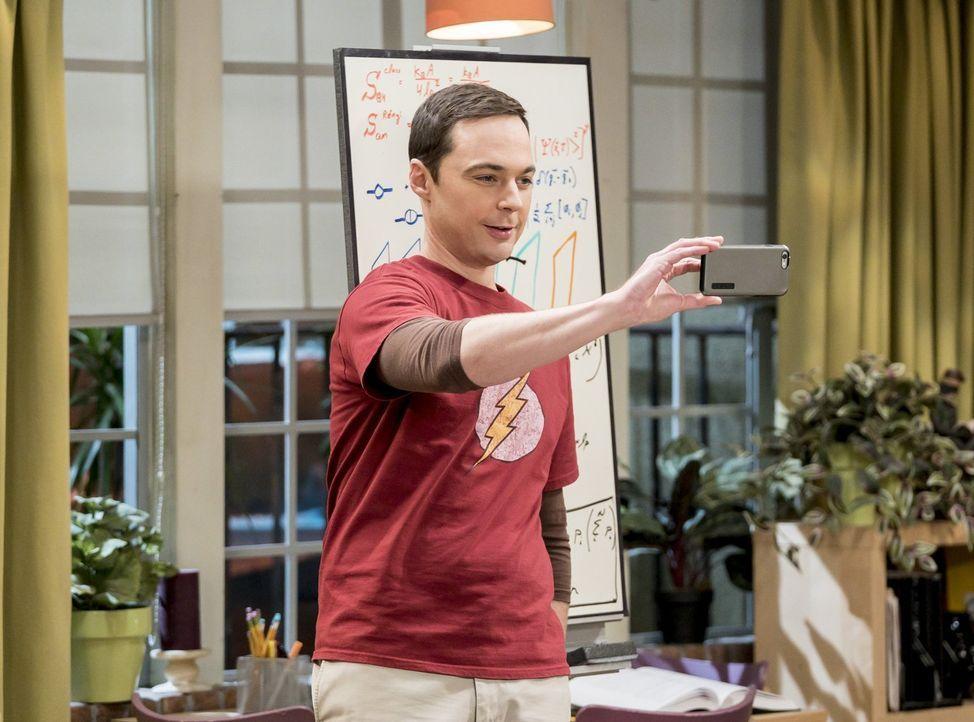 Sucht nach einem Ort, an dem er in Ruhe arbeiten kann: Sheldon (Jim Parsons) ... - Bildquelle: Warner Bros. Television