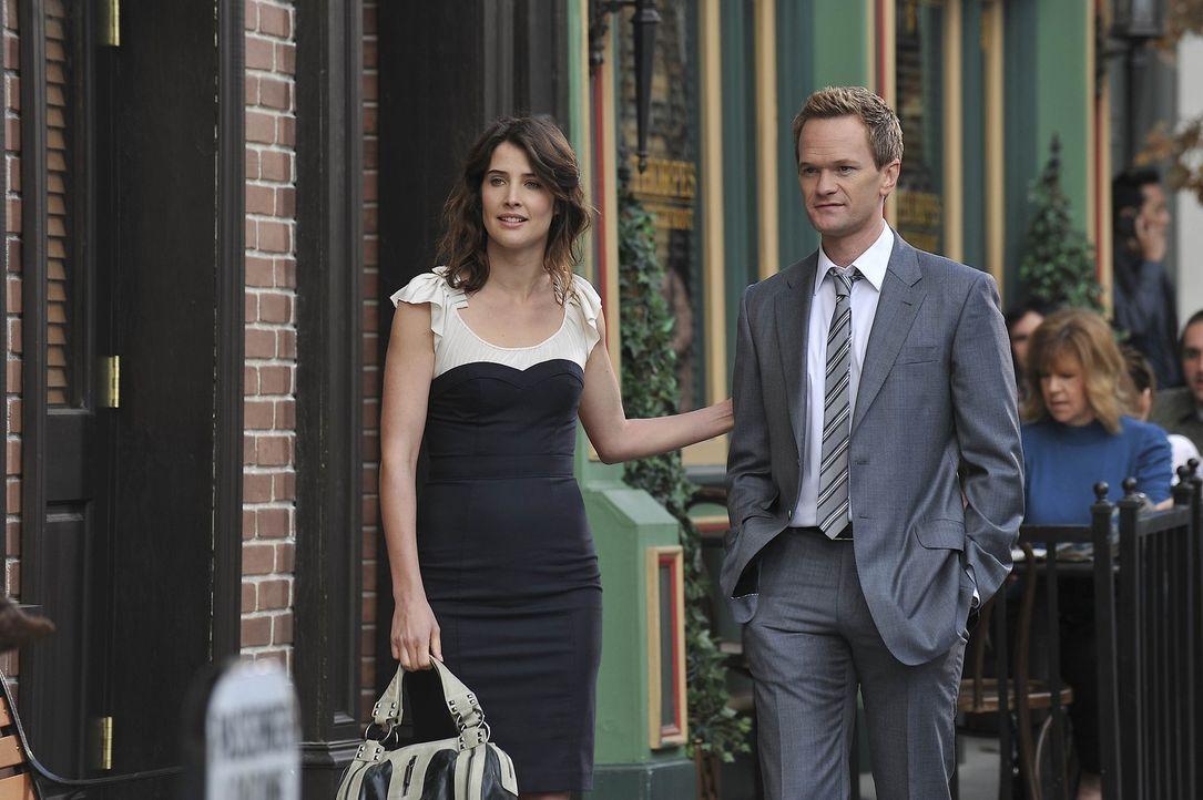 Als Barney (Neil Patrick Harris, r.) und Robin (Cobie Smulders, l.) erfahren, dass sich Ted mit Zoey in Brooklyn auf einen Kaffee verabredet haben,... - Bildquelle: 20th Century Fox International Television