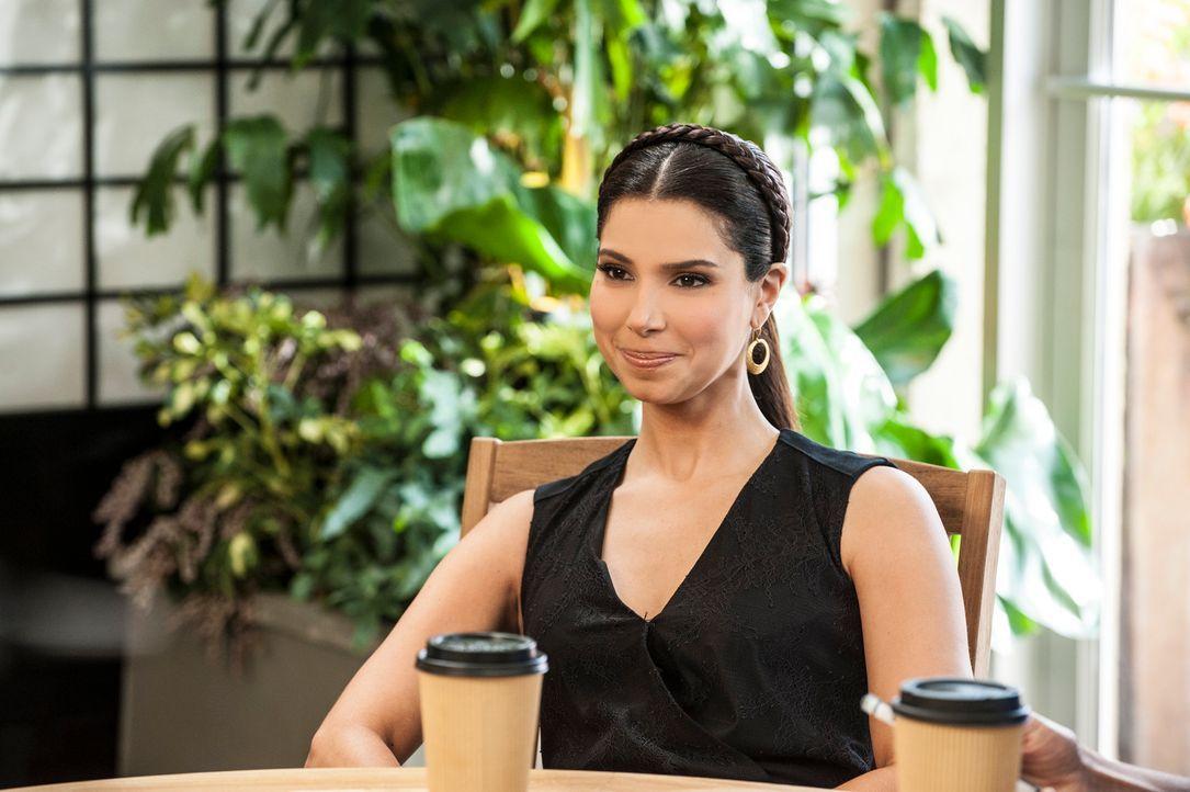 Carmen (Roselyn Sanchez) ist über Alejandros Reaktion auf Odessas Erkrankung verärgert, während Marisol neue Informationen über Flora herausfindet .... - Bildquelle: ABC Studios