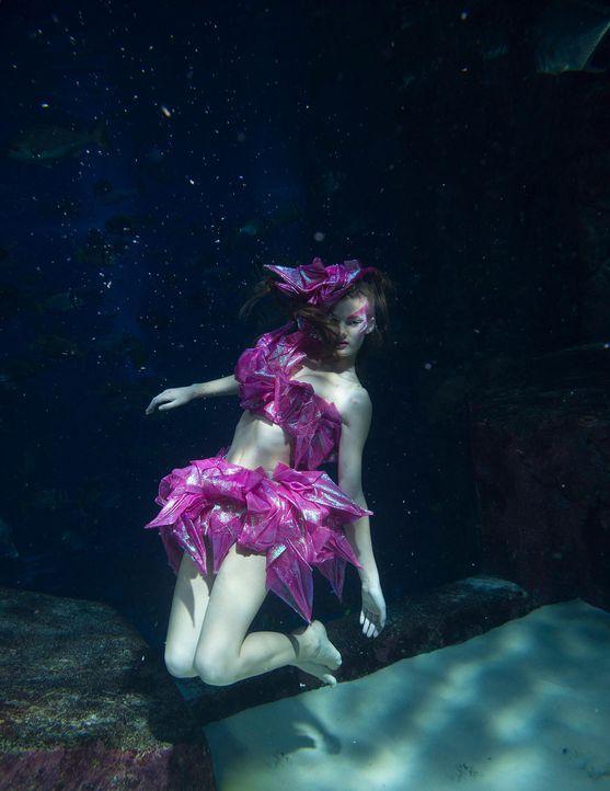 gntm-stf08-epi02-unterwasser-shooting-anna-russ-kientschjpg 1543 x 2000 - Bildquelle: Russ Kientsch