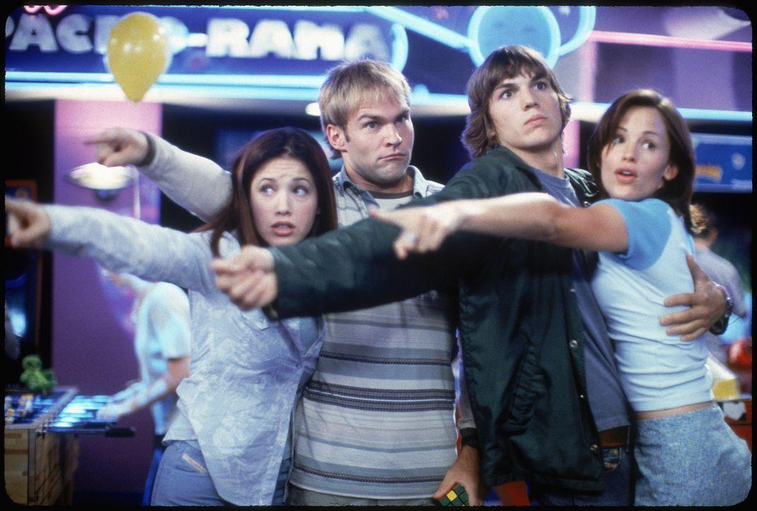 Ahnen noch nicht, dass der Abend ganz anders als geplant verlaufen wird: die beiden Versager Jesse (Ashton Kutcher, 2.v.r.) und Chester (Seann Willi... - Bildquelle: 2000 - 20th Century Fox - All Rights Reserved.