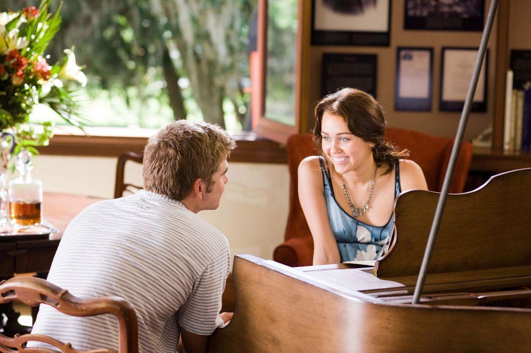 Auf die Frischverliebten Ronnie (Miley Cyrus, r.) und Will (Liam Hemsworth, l.) warten noch einige harte Prüfungen ... - Bildquelle: Sam Emerson SMPSP Touchstone Pictures.  All Rights Reserved
