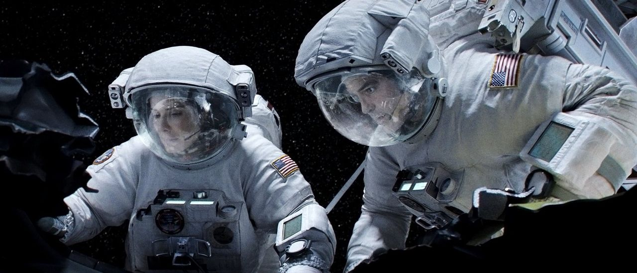 Eigentlich sind sie auf einer Routinemission im Einsatz und sollen Reparaturen am Weltraumteleskop Hubble durchführen, doch durch eine Kollision mit... - Bildquelle: Warner Brothers