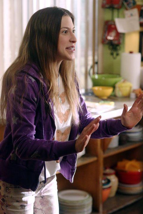 Sue (Eden Sher) freut sich riesig, dass ihr Exfreund Matt sie zum Valentinstanz eingeladen hat. Währenddessen befindet sich Mike in einer misslichen... - Bildquelle: Warner Brothers