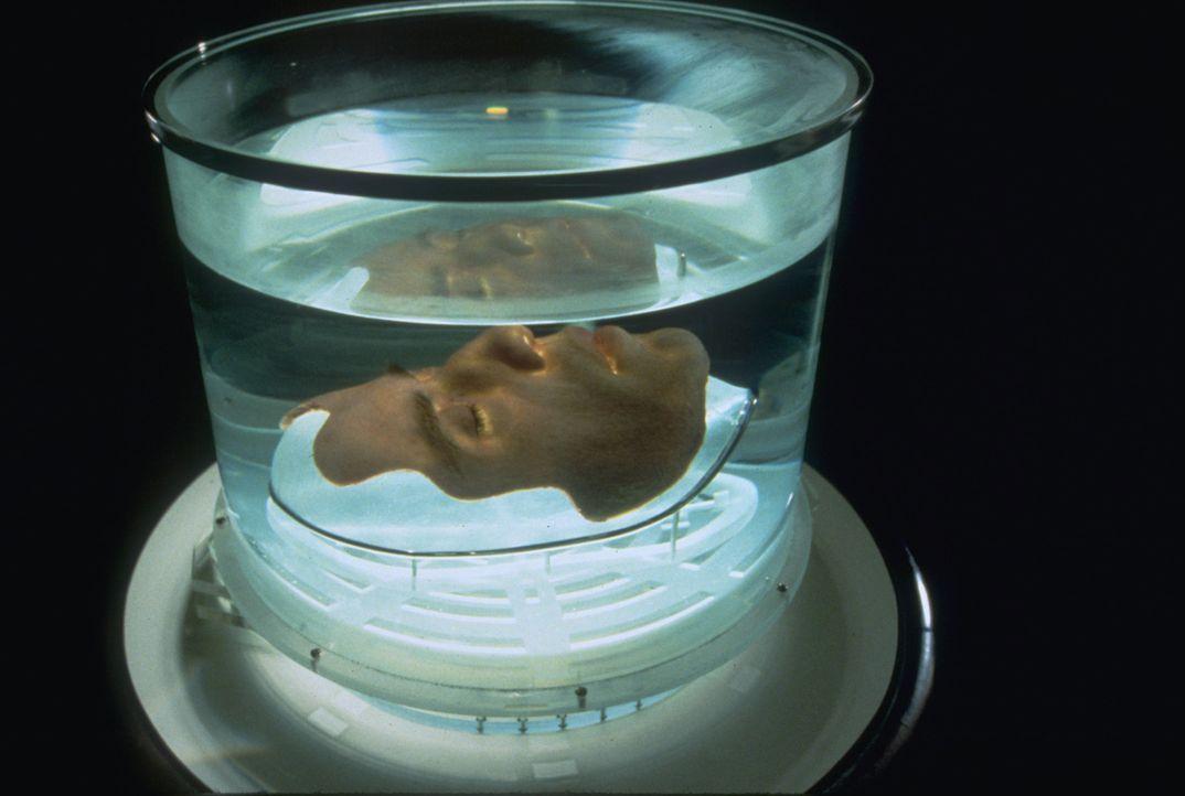 Um eine gefährliche Nervengasbombe entschärfen zu können, lässt sich FBI-Agent Sean Archer das Gesicht eines Terroristen transplantieren. Nicht ahne... - Bildquelle: Touchstone Pictures