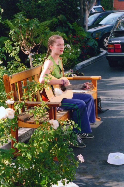 Die Party hungrige Kate (Kate Norby) muss 100 Tage auf ihre liebste Freizeitbeschäftigung verzichten. Kann das gut gehen? - Bildquelle: Kali Films
