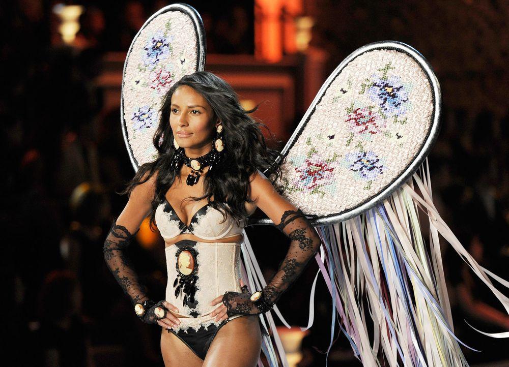 victoria-secret-fashion-show-2011-25-emanuela-de-paula-afpjpg 1900 x 1372 - Bildquelle: AFP
