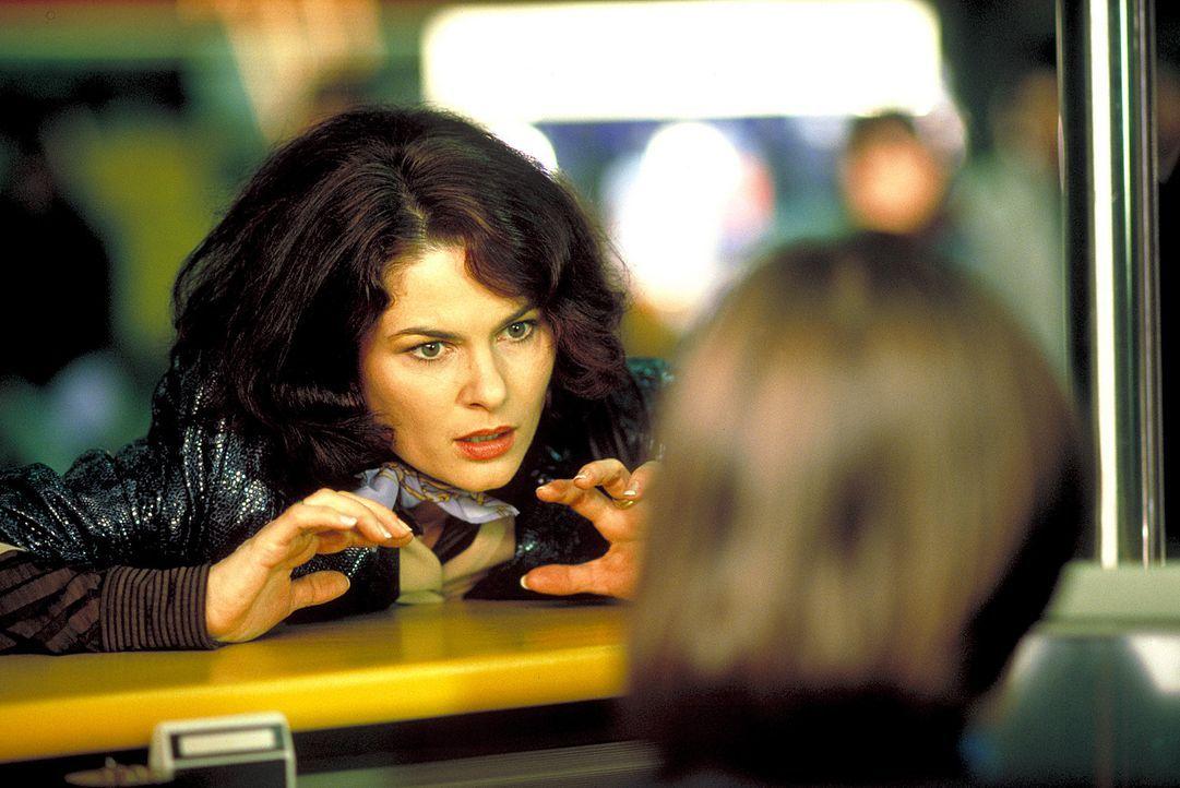 Dieses Jahr tun sich ungeahnte Schwierigkeiten für Charlotte (Barbara Auer) bei ihrer Flucht vor dem Weihnachtsfest auf: Sie begegnet dem spießige... - Bildquelle: ProSieben
