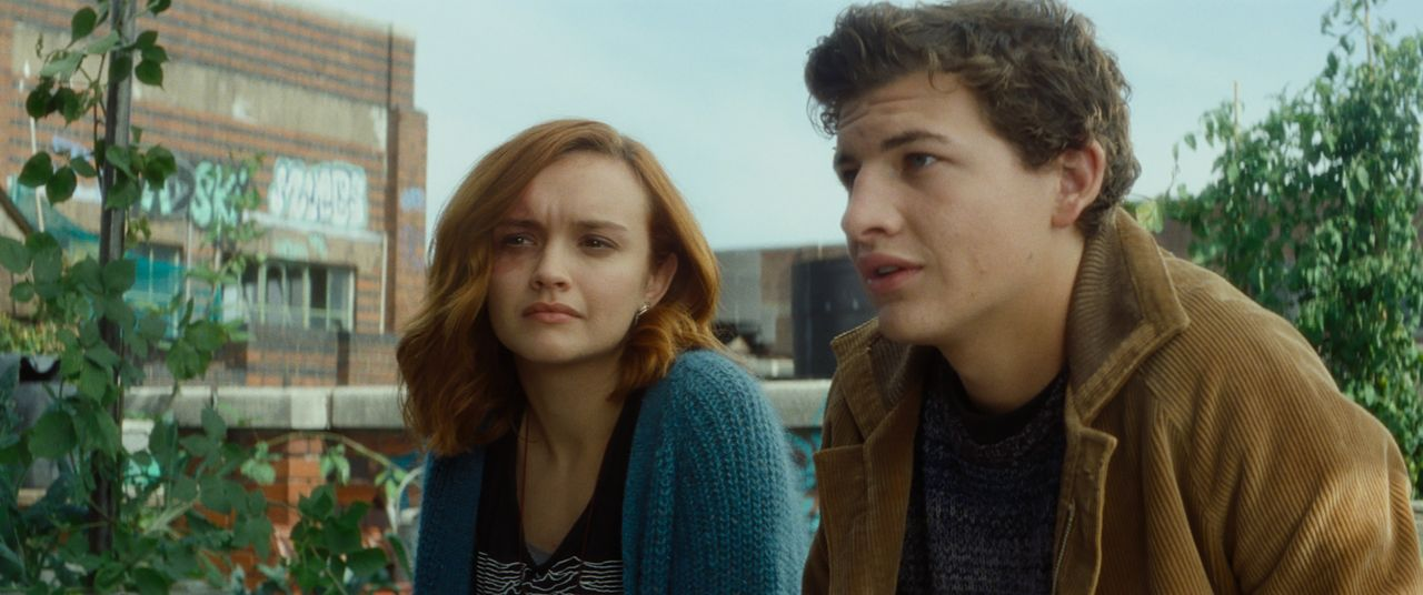 Samantha (Oliva Cooke, l.); Wade (Tye Sheridan, r.) - Bildquelle: 2018 Warner Bros. Entertainment Inc., Village Roadshow Films North America Inc., RatPac-Dune Entertainment LLC. and Village Roadshow Films (BVI) Lim