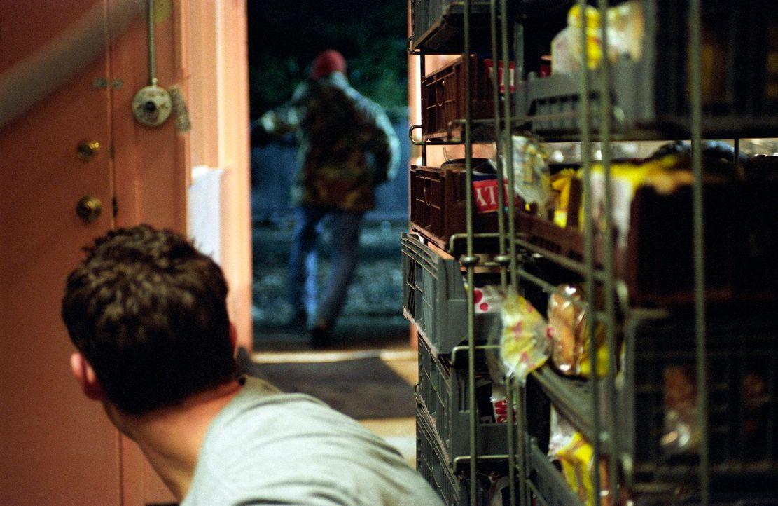 Kann Owen (Julian Morris ) dem gefährlichen Killer erneut entkommen? - Bildquelle: Square One Entertainment