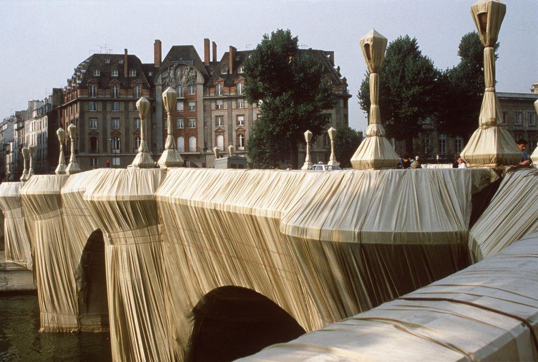 Pont Neuf Wrapped, Paris, 1985 - Bildquelle: picture-alliance / dpa   AFP