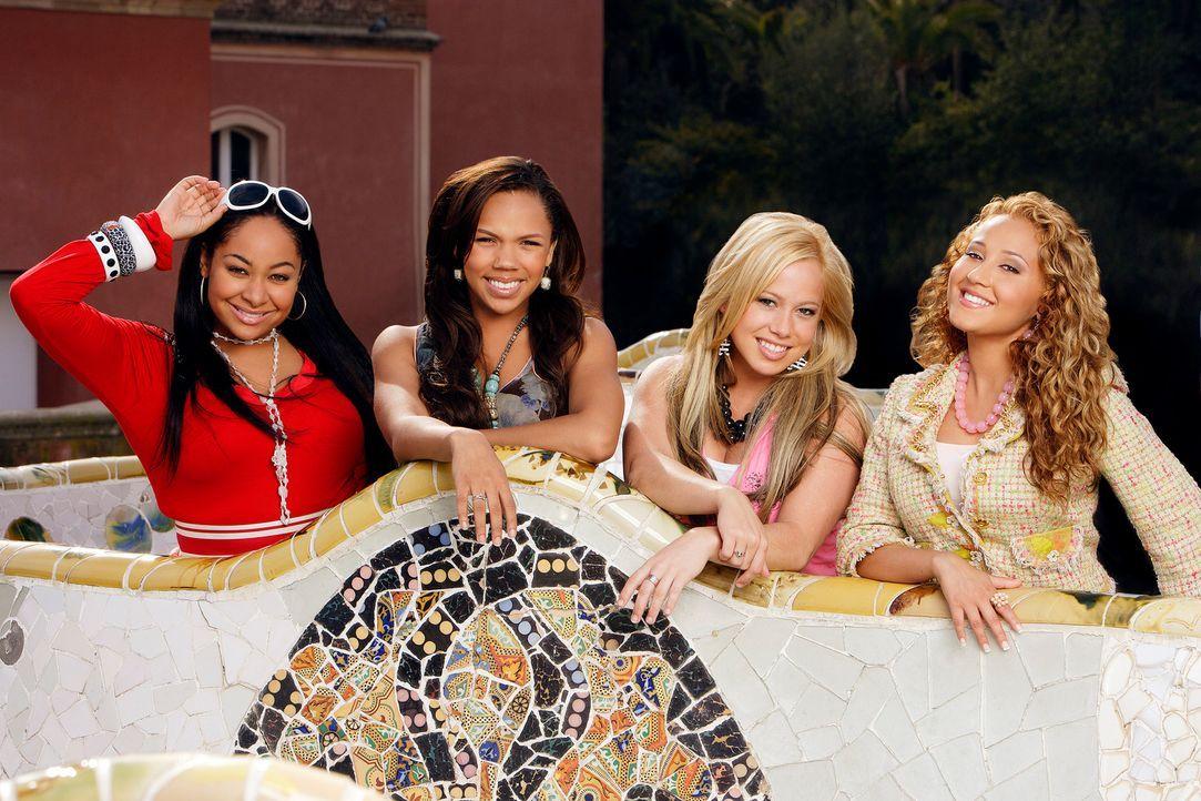 """Gerade als die """"Cheetah Girls"""" (v.l.n.r.) Galleria (Raven), Aqua (Kiely Williams), Dorinda (Sabrina Bryan) und Chanel (Adrienne Bailon) ihre Sommerf... - Bildquelle: Buena Vista International Television"""
