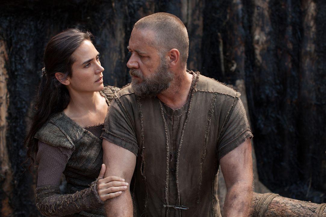 Naameh (Jennifer Connelly, l.) ist entsetzt, als ihr Mann Noah (Russell Crowe, r.) glaubt, dass er und seine Familie es nicht verdient hätten, Gotte... - Bildquelle: 2014 Paramount Pictures Corporation. All rights reserved.