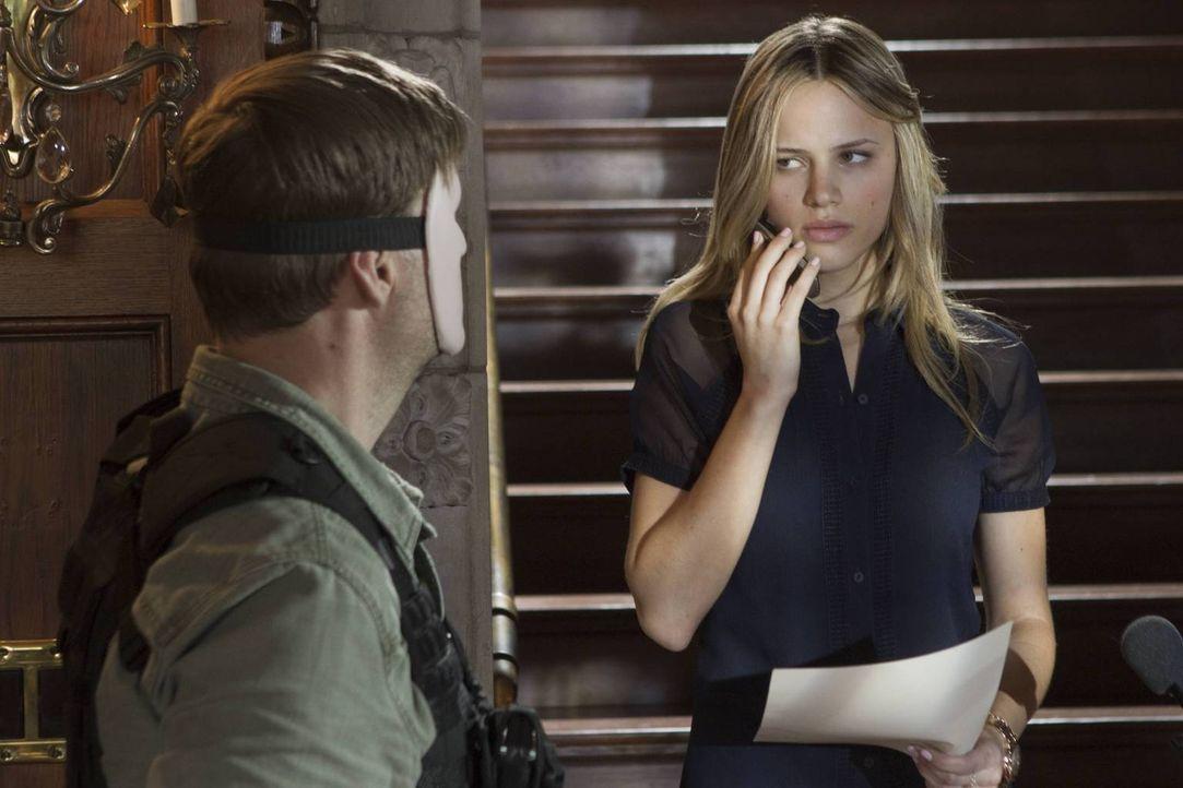 Meg will ihren Fehler, ihre Schwester, FBI-Agentin Susie Dunn, angelogen zu haben, wieder gutmachen und versucht auf eigene Faust, ihre Tochter Ambe... - Bildquelle: 2013-2014 NBC Universal Media, LLC. All rights reserved.