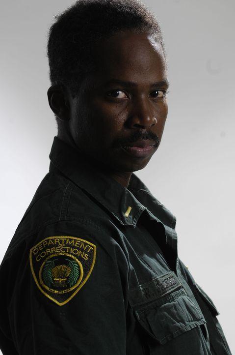 Lt. Jackson (Harold Perrineau) lässt die Gefangenen beim Freigang im Sicherheitstrakt gegeneinander kämpfen und schreckt auch vor schwerer Züchtigun... - Bildquelle: 2008 Worldwide SPE Acquisitions Inc. All Rights Reserved.